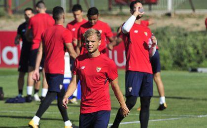 Geis ha vestido la camiseta del Sevilla durante tres minutos.