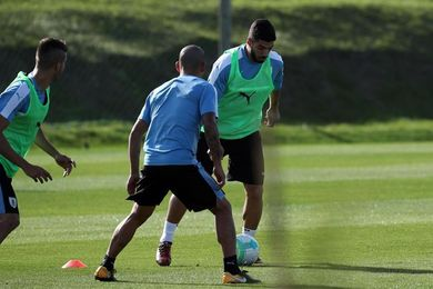 Con Suárez a la cabeza, Uruguay se entrena para el cierre de las eliminatorias