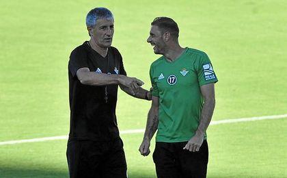 Serra esquivó mojarse sobre la mejora de contrato de Adán.