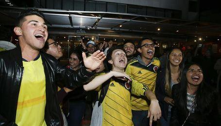 Colombianos se vuelcan a las calles para celebrar la clasificación al Mundial