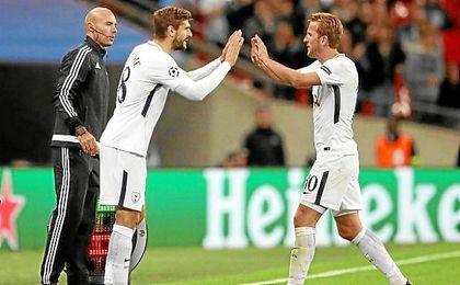 Llorente, con la camiseta del Tottenham supliendo a Kane.