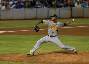 Las Águilas vencen a los Tigres en el inicio del béisbol dominicano