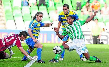 El Betis derrotó al Cádiz (4-0) en su último cruce oficial, que data del 10-04-10, también en Copa.