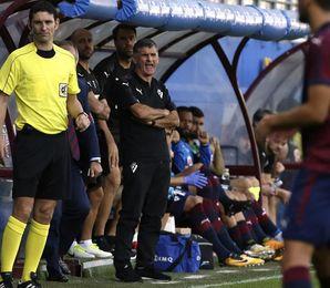 """Mendilibar cree que si el Eibar no marca, será """"imposible"""" puntuar en Madrid"""