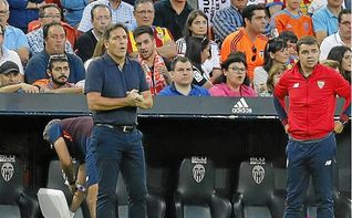 Valencia 4-0 Sevilla F.C.: Sin reacción en el banquillo... ¿y en el palco?