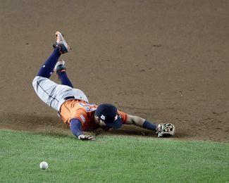 7-1. Altuve y los Astros empatan la serie de campeonato
