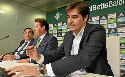 Haro, presidente del Betis, hoy en la rueda de prensa.