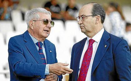 José Castro, junto al consejero Gabriel Ramos en Cartagonova.