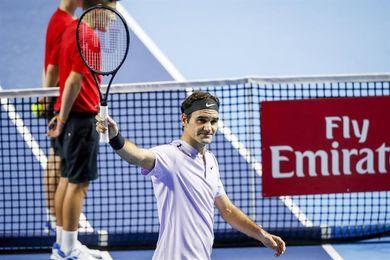 Federer avasalla a Tiafoe y supera la primera ronda