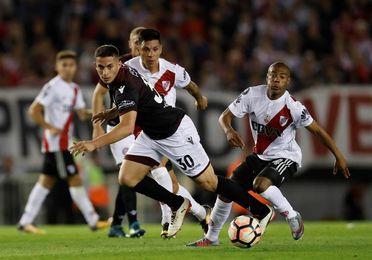 1-0. Scocco vuelve a vestirse de héroe y deja a River Plate cerca de la final