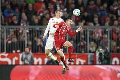 James y Lewandowski dan el liderato al Bayern