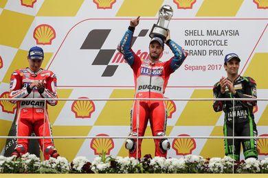Dovizioso gana y posterga el título de Márquez, que si consigue Morbidelli en Moto2