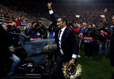 Atenas endiosa la figura de Valverde en su regreso a Grecia