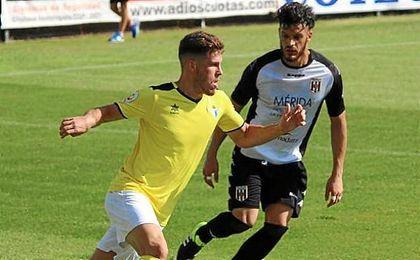 El Écija cayó en su visita al Mérida por 2-0.