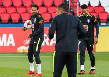 Neymar se entrena con Brasil en el Parque de los Príncipes de París