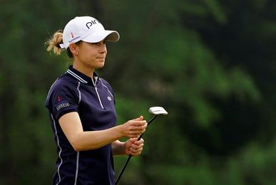 Azahara Muñoz, a tres golpes de la líder en el Blue Bay LPGA