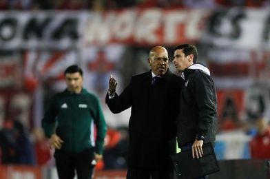 Hinchas del Wilstermann insultan al peruano Mosquera en su despedida del club