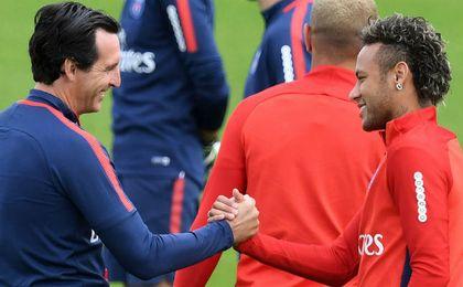 """Neymar desmiente problemas con Emery y dice """"estar feliz y motivado"""" en París"""
