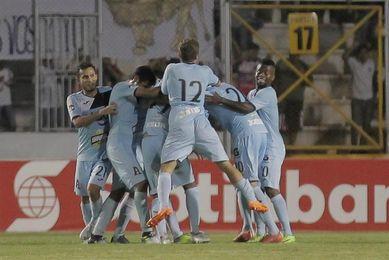 Once equipos disputan siete boletos a cuartos de final en el fútbol salvadoreño