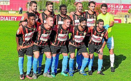 En la imagen, el equipo inicial que se enfrentó al Sevilla C hace dos jornadas; la Balompédica se impuso con un claro 1-4.