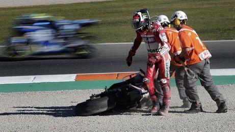 """Lorenzo: """"Lo mejor para Ducati, para Andrea, era seguir tirando"""""""