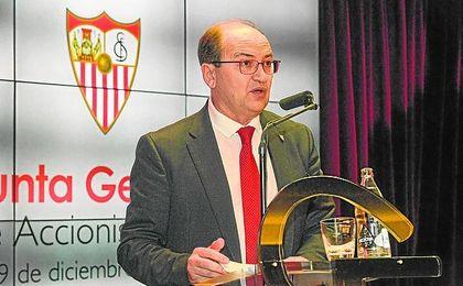 El presidente del Sevilla, José Castro, durante la Junta General de Accionistas de la pasada temporada.