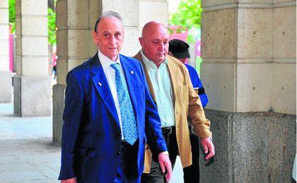 Manuel Ruiz de Lopera sigue ingresado en el Hospital Fátima de Sevilla.