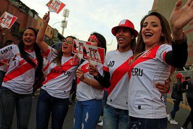 Los peruanos ponen toda su fe en acabar con 36 años de sequía mundialista
