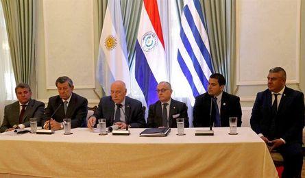 La candidatura triple al Mundial ya rueda en Asunción con la firma de un memorándum