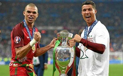 Pepe a Cristiano: 'Come to Besiktas'