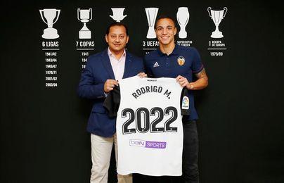 El internacional español Rodrigo renueva con el Valencia hasta el año 2022