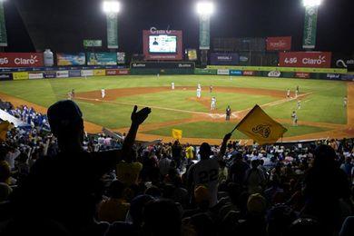 Las Águilas vencen los Leones y asumen el liderato en el béisbol dominicano