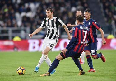 El Juventus golea 3-0 al Crotone y se coloca a 4 puntos del líder Nápoles