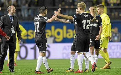 Sarabia, Geis y Banega celebran el triunfo ante el Villarreal.
