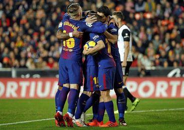Jordi Alba resguarda el invicto y la ventaja del Barcelona