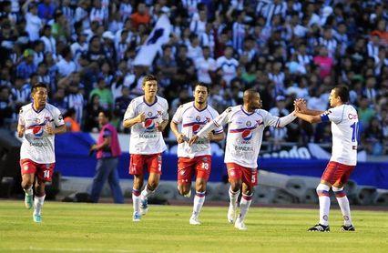 Cobán y Xelajú salvan un empate que deja abierta la llave a semifinales
