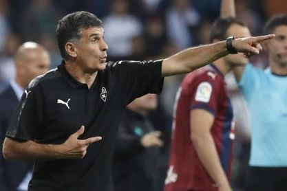 """Mendilibar cree que el Eibar podrá """"dominar el partido"""" ante el Espanyol"""