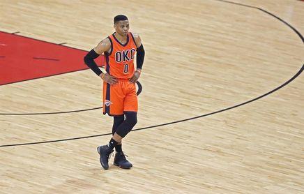90-87. Triple doble de Westbrook ante unos diezmados Spurs dan el triunfo a los Thunder