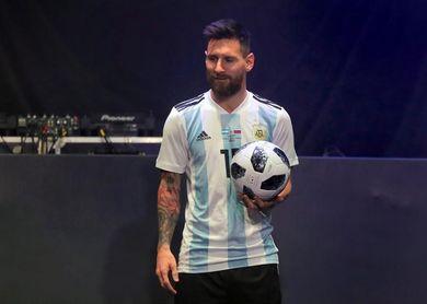 Le cortaron las piernas a la estatua de Messi en Buenos Aires