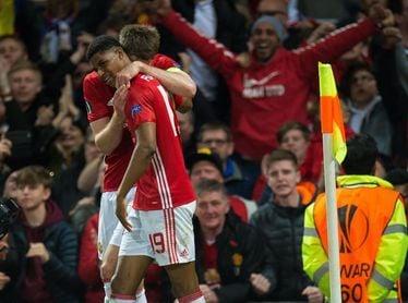 2-1. El United cumple y pasa líder a octavos