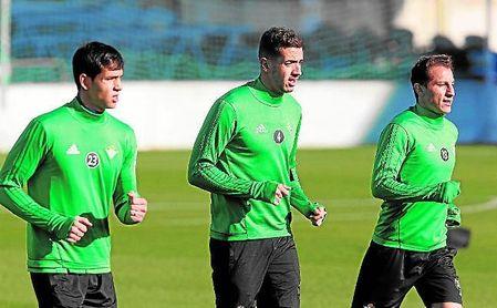 Ante el Atlético volverán a ejercer en el centro de la defensa Mandi y Feddal.