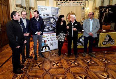 Pingüinos, que espera 30.000 moteros, premia a la familia Nieto y a Joan Mir