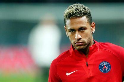 """Neymar vuelve a París tras resolver """"asunto familiar"""" en Brasil"""