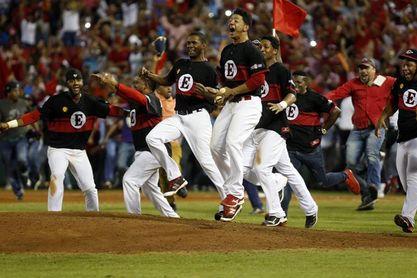Estrellas, Leones y Tigres complican la tabla en el béisbol dominicano