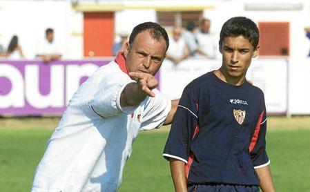 Caparrós, el técnico que le hizo debutar, felicita a Navas
