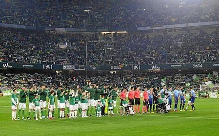 Las gradas del Benito Villamarín abarrotadas en el partido ante el Girona.