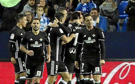Málaga 0-2 Betis: Amparo oportuno para el 'proyecto Setién'