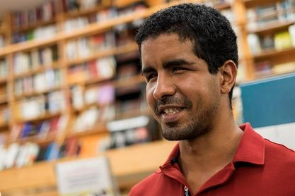 La inocentada de Enhamed: anuncia su fichaje como socorrista en Las Palmas