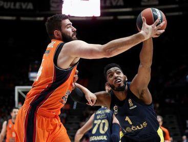 67-80. Valencia supera un mal inicio ante el Fenerbahce pero sucumbe a su defensa