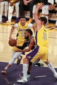93-81. Los Lakers firman su tercera victoria seguida a costa de los Spurs